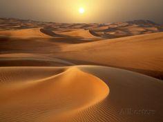 Soleil intense sur les dunes de sable autour de Dubaï Photographie par Jon Bower sur AllPosters.fr