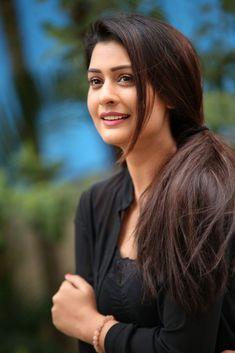 Mix photos of beautiful girls Beautiful Bollywood Actress, Most Beautiful Indian Actress, Beautiful Actresses, Beautiful Girl Image, Beautiful Gorgeous, Beauty Full Girl, Beauty Women, Princesa Indiana, Pinterest Girls