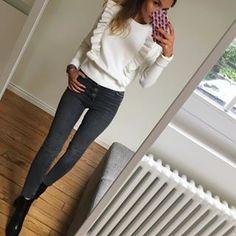 Jeu de volumes ✔️ #outfit#outfitoftheday#dailypost#dailylook#dailyoutfit#instalook#instafashion#fashionpost#fashionblogger#fashiondiaries#wiwt#picoftheday pull(ancienneco)#zara jean(coactuelle)#zara boots(coactuelle)#maje