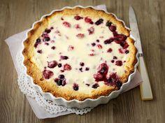 Gluteeniton marjapiirakka Sweet Desserts, No Bake Desserts, Sweet Recipes, Delicious Desserts, Gluten Free Baking, Vegan Gluten Free, Gluten Free Recipes, Finnish Recipes, Just Eat It