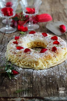 Mi Gran Diversión: Rosco de hojaldre relleno de crema de turrón y Feliz Navidad!!! Easy Desserts, Delicious Desserts, Yummy Food, Sweet Recipes, Cake Recipes, Dessert Recipes, Hispanic Desserts, Food C, Pan Dulce