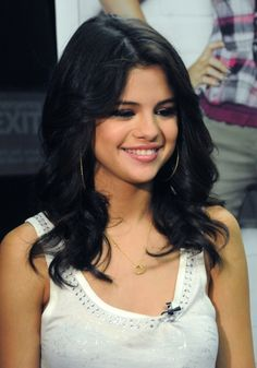 Selena Gomez casual curls