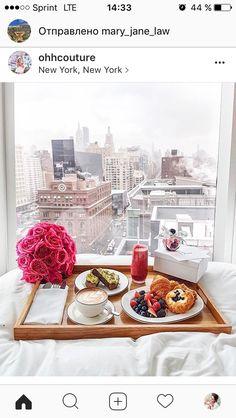 New York skyline view / breakfast No. Skyline Von New York, Breakfast In Bed, Romantic Breakfast, Breakfast Ideas, Birthday Breakfast, Perfect Breakfast, Champagne Breakfast, Breakfast Pictures, Life Is Good