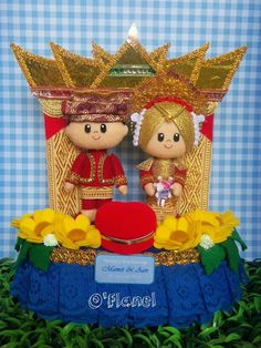 Indonesian felt doll. Wedding. Bride and Groom. Traditional. wow! Really similar to the real costumes.