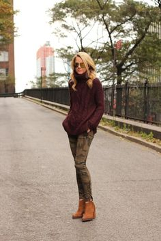 R R Eadie // Atlantic Pacific outfit is everything to us--and our Dir. of Operation's Bauer Bauer Fenster's ideal look! The oxblood oversized sweater, camo skinnies, and cognac suede booties? Looks Street Style, Looks Style, Fall Winter Outfits, Autumn Winter Fashion, Winter Camo, Casual Winter, Camo Skinnies, Camo Skinny Jeans, Skinny Pants