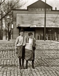 circus acts 1900's   CHILD LABOR HORROR STORIES - EARLY 1900'S PICTURES - NEWSBOYS