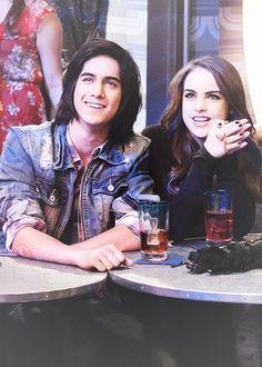 Bade   T1 Victorious Jade And Beck, Icarly And Victorious, Tv Show Couples, Movie Couples, Jade E Beck, Victorious Nickelodeon, Beck Oliver, Liz Gilles, Dan Schneider