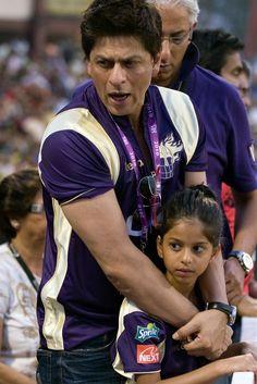 old pic - Suhana and papa at IPL