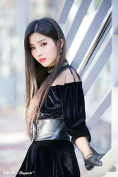 Soyeon (G)I-DLE for Naver x Dispatch at Jeju Hallyu Festival 2018 Kpop Girl Groups, Korean Girl Groups, Kpop Girls, Soo Jin, Fandoms, Cube Entertainment, Jennie Blackpink, Soyeon, Girl Bands