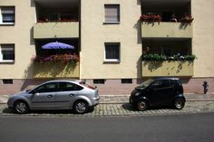 Auto vor Gebäude - Nürnberg 03 - Sugar Ray Banister