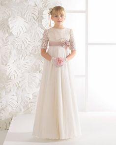 c813c7aa13 Aquí te dejamos nuestra selección con los mejores vestidos de comunión del  nuevo catálogo de Rosa