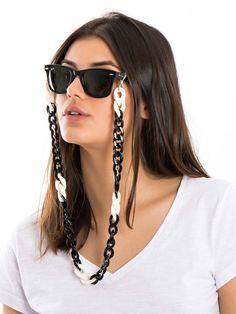 Corrente de óculos em resina  Corrente de óculos em resina, super charmosa. Diy Accessories, Crochet Accessories, Fashion Photo, Eyeglasses, Eyewear, Jewerly, Look, Sunglasses Women, Bracelets