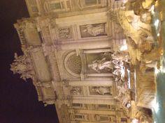 Fontaine de Trevi de nuit