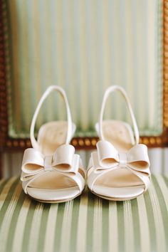 wedding shoes with bows - photo by Studio A+Q http://ruffledblog.com/destination-wedding-in-florence-at-vincigliata-castle