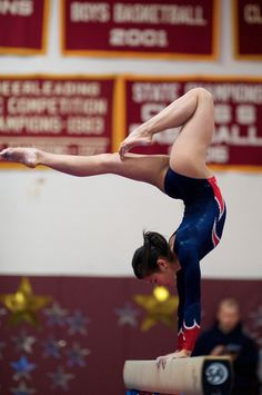 Ivana Hong performs a sexy pose in her leotard with bare legs and arched bare feet American Gymnastics, Gymnastics Images, Amazing Gymnastics, Sport Gymnastics, Artistic Gymnastics, Olympic Gymnastics, Olympic Sports, Rhythmic Gymnastics, Gymnastics Handstand