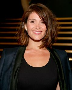 Gemma Arterton Long Messy Brunette Bob With Highlights For Women Over 50 For Date Night With Side Swept Bangs Gemma Christina Arterton, Gemma Arterton, Long Messy Bob, Bob Hairstyles, Night Hairstyles, Celebrity Hairstyles, Short Haircuts, Wedding Hairstyles, Hair Lengths
