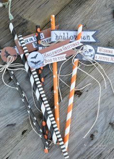 Paper straws with a Halloween touch Fall Paper Crafts, Halloween Paper Crafts, Halloween Banner, Halloween Boo, Halloween Projects, Halloween Cards, Holidays Halloween, Halloween Decorations, Halloween Scrapbook