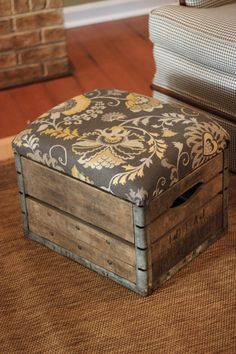 This collection of 10 DIY Projects Ideas Using Wooden Crates is to give you a lot of ideas about how you can use old crates Wooden Pallets, Wooden Diy, Wooden Boxes, Uses For Wooden Crates, Diy Pallet Projects, Wood Projects, Woodworking Projects, Woodworking Plans, Wood Pallet Furniture