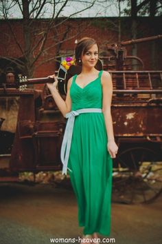 green dress fashion style moda clothes wear picture image http://www.womans-heaven.com/green-dress-28/