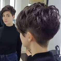 55 New Short Hairstyles for 2019 - Bob Cuts for Everyone, New Short Hairstyles for 2019 So the haircuts of year have absorbed all the good and quality that was offered in previous years. New Short Hairstyles, Short Pixie Haircuts, Brown Hairstyles, Pixie Hairstyles, Layered Hairstyles, Quick Hairstyles, Hairdos, Short Brown Hair, Short Hair Cuts For Women