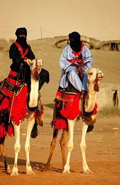 Tuaregs en silla de montar tradicional, Festival de Essouk - Tuaregs mounted saddle traditional, Essouk Festival (January 2004) www.vicentemendez.com