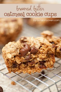 Browned Butter Oatmeal Cookie Cups - Surprise your kids with this delicious after school treat Beaux Desserts, Cookie Desserts, Just Desserts, Cookie Recipes, Delicious Desserts, Dessert Recipes, Yummy Food, Oats Recipes, Chef Recipes