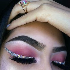 Pink eyeshadow with sparkly silver eyeliner Makeup Goals, Makeup Inspo, Makeup Art, Makeup Inspiration, Makeup Tips, Beauty Makeup, Hair Makeup, Makeup Eyeshadow, Fashion Inspiration