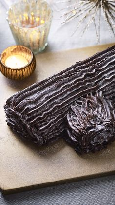 Mary Berry shows you how to make a foolproof chocolate yule log a.k.a Bûche de Noël. It's utterly delicious and a perfect alternative to Christmas pudding! Christmas Party Food, Christmas Pudding, Christmas Cakes, Christmas Desserts, Christmas Baking, Mary Berry Yule Log, Christmas Biscuits, Recipe Filing, British Baking