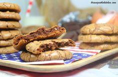 En ce mercredi, je vous propose une recette qui ravira sans nul doute le goûter des petits mais pas que... Je suis certain que les grands cèderont également à la tentation... Connaissez-vous les Cookies Brownies? Ce sont des biscuits hybrides qui ont...