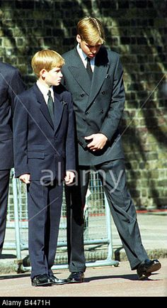Princess Diana Funeral 6 Sptember 1997 Prince William and Prince Harry at St James s Palace before the funeral of their mother Stock Photo