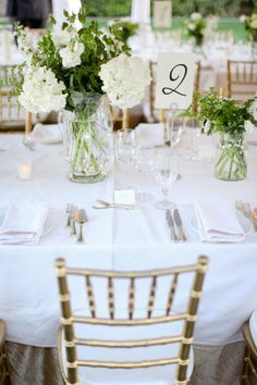 so simple... but SO pretty! #wedding #centerpiece