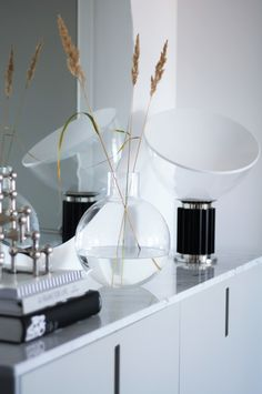 Vass i vasen Pallo - 34 kvadrat - Metro Mode Cool Rooms, Dinner Table, Plant Decor, Decoration, Interior Inspiration, Home Accessories, Sweet Home, Living Room, Interior Design