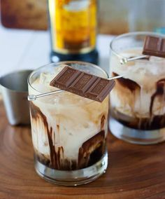 17 Reasons Why the White Russian Is the *Best* Winter Cocktail - Brit + Co Winter Cocktails, Fun Cocktails, Fun Drinks, Beverages, Fruity Drinks, Holiday Drinks, Party Drinks, Summer Drinks, Mixed Drinks