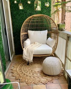 cool Trendy Winter Balcony Decor Ideas That Will Bring Warmth Apartment Balcony Garden, Apartment Balcony Decorating, Apartment Balconies, Interior Balcony, Small Balcony Decor, Small Balcony Garden, Balcony Decoration, Balcony Ideas, Patio Ideas