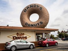 FFG Eats: Randy's Donuts, a Los Angeles Landmark - Fashion Foie Gras Randys Donuts, Los Angeles Travel Guide, Moving To Another State, Foie Gras, Wanderlust, California, Fashion, Moda, Fashion Styles