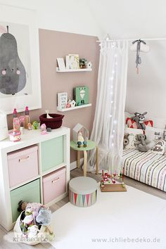 wundersch ne kinderzimmer f r kleinkinder gr n. Black Bedroom Furniture Sets. Home Design Ideas