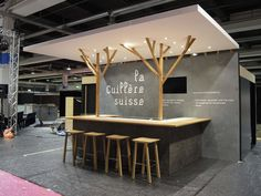 La Cuillère : simple pop-up restaurant or pop-up café design Kiosk Design, Cafe Design, Retail Design, Store Design, Lounge Design, Pop Up Cafe, Design Bar Restaurant, Pop Up Restaurant, Olympia Restaurant