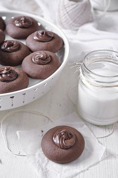 ¿Tienes huevos, harina y nutella ¡Haz galletas de Nutellotti! Cookie Desserts, Easy Desserts, Starbucks Banana Bread, Coconut Flour Cookies, Super Rapido, Nutella Recipes, Thumbprint Cookies, My Cookbook, Sweet Recipes