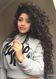 Curly mat of this naturally curly hairstyles; leichtg New Site Long Curly Hair curly hairstyles leichtg mat Naturally site sustainably Natural Hair Styles, Long Hair Styles, Long Natural Curls, Curly Hair Styles Easy, Easy Hair, Big Hair, Cute Curly Hair, Curly Girl, Curly Bob