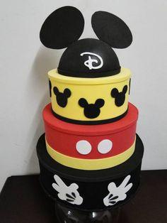 Mini Y Mickey, Bolo Do Mickey Mouse, Mickey Party, Minnie Mouse, Bolo Fake Eva, Bolo Barbie, Disney Cakes, Box Cake, 4th Birthday Parties