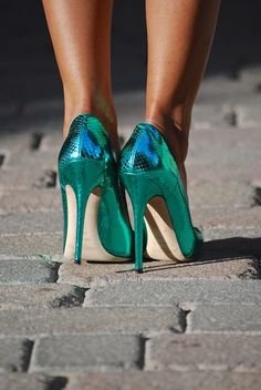 Metallic Emerald Green #stiletto #pumps
