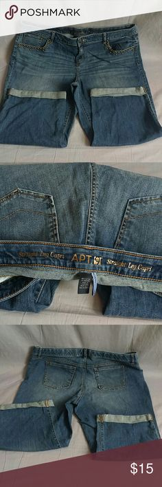 """APT.9 Capris Pants Plus Size 18 W Staight Leg Item is in a good condition, NO PETS AND SMOKE FREE HOME. Measurements WAIST 20.5"""" flat inseam 21.5"""" Apt. 9 Pants Ankle & Cropped"""