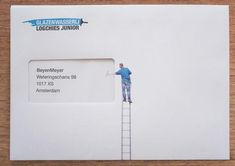 Case:Logchies Junior オランダの窓ガラス清掃業者「Logchies Junior」の新規開拓用ダイレクトメール。 以下をご覧の通り、窓付封筒の窓の部分を清掃員が綺麗に磨いている Medical Packaging, Brand Packaging, Packaging Design, Branding Design, Calligraphy Envelope, Envelope Art, Envelope Design, Resume Design, Stationery Design