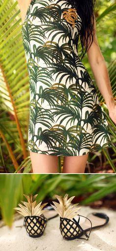 [ in tropical ] Robe / Dress: House of Hackney  Sandales / Sandals : Aquazzura