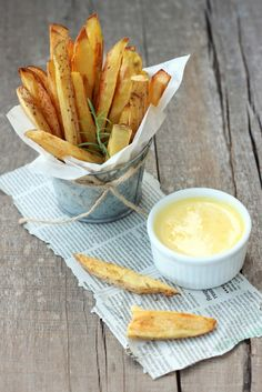 BAKED ROSEMARY WEDGES & GARLIC AIOLI.