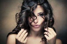 Twoim problemem są zbyt wolno rosnące włosy? Sprawdź, w jaki sposób przyspieszyć ich porost i już wkrótce cieszyć się piękną fryzurą!  #włosy #porost #fryzury #długie #pielęgnacja #uroda #hair #styles #grow #haircut #long #beauty #abcZdrowie
