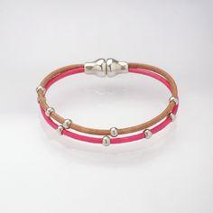 Bracelet pour nos p'tits bout ! Bracelet en liens de cuir pour enfant avec son fermoir aimanté et ses perles