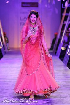Jacqueline Fernandez walking for Tarun Tahiliani at LFW SR 2014