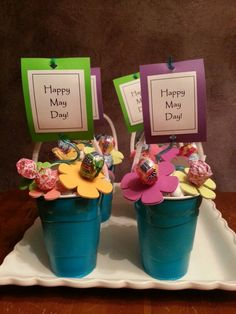 May Day Baskets / For your neighbors' doorknobs. Crafts For Seniors, Crafts For Kids, Diy Crafts, Daycare Crafts, Holiday Treats, Holiday Fun, May Day Baskets, Gift Baskets, Spring Activities