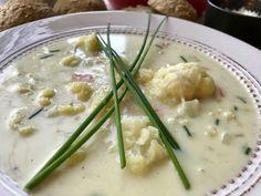 Hjemmelaget blomkålsuppe – Henriettes matblogg Frisk, Cheeseburger Chowder, Nom Nom, Food And Drink, Baking, Mat, Soups, Bakken, Soup